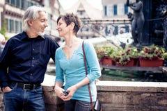 Starszy pary odprowadzenie Przez ulic Tuebingen Obraz Royalty Free
