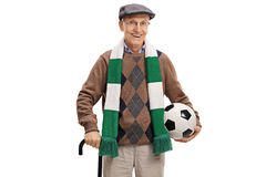 Starszy piłki nożnej fan z szalikiem i futbolem obrazy stock