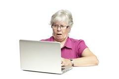 Starszy używać laptop Obraz Royalty Free