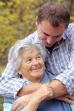 starszy wnuczek jej kobieta zdjęcie royalty free