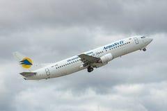 Start Aerosvit Boeing 737 Stockfoto