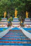 Start av trappa till överkanten av Tiger Cave Temple moment 1237 till till Royaltyfri Bild