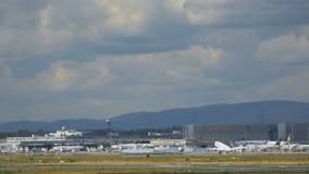 Start Boeings 737 von Frankfurt stock video