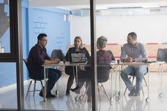 Start commercieel team op vergadering op modern kantoor Stock Fotografie