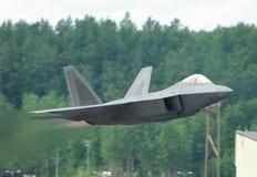 Start des Raubvogels F-22 Lizenzfreies Stockbild