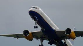 Start Icelandairs Boeing 757 stock video