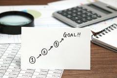 Start och mål som är skriftliga på papper Fotografering för Bildbyråer