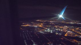 Start samolotu lota samolotowy poj?cie p?aski zdejmowa? przy noc? przy lotniskowym paskiem P?aski l?dowanie Widok od Burj Khalifa zbiory wideo