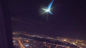 Start samolotu lota samolotowy poj?cie p?aski zdejmowa? przy noc? przy lotniskowym paskiem P?aski l?dowanie Widok od Burj Khalifa zbiory