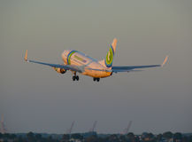 Start Transavia Boeing 737-700 internationaler Flughafen Schiphol lizenzfreies stockfoto