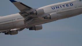 Start und Aufstieg Boeings 747 stock video footage