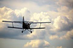 Start van het oude Russische vliegtuig stock foto