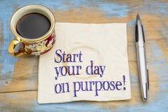 Starta din dag på avsikt! Arkivfoton