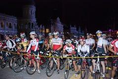 starta för punkt för 2011 cirkulering cyklistmalaysia ocbc arkivfoton
