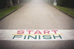 Starta linjen till mållinjen Banan till segern Royaltyfri Foto