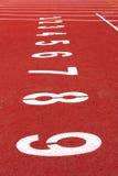 Starta spåret. fodra på ett rött rinnande spår Fotografering för Bildbyråer