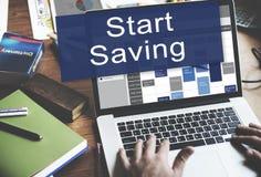 Starta sparande ekonomi som packar ihop finansiellt begrepp Fotografering för Bildbyråer
