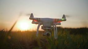 Starta surret på solnedgången i ultrarapid lager videofilmer
