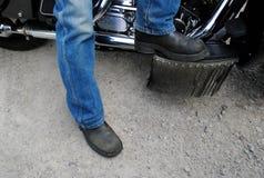 startar motorcykeln Arkivbild