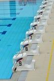 Startblokken bij een Zwembad Royalty-vrije Stock Afbeelding