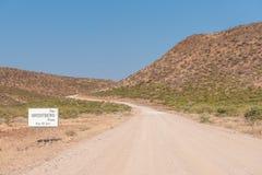 Starten av Grootberg det stora berget passerar på C40en-road Arkivfoto