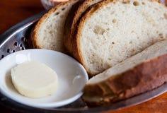 Starterbrot mit Butter Stockfotos