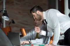 Startgeschäftsleute Gruppe, die im Büro arbeiten Stockfotografie
