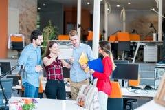 Startgeschäftsleute Gruppenfunktion lizenzfreies stockfoto
