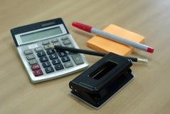 Startoionaries офиса, бумажный пунш, карандаш, вывешивают его, красную ручку и Стоковая Фотография RF