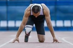 Startposition av idrottsman nen med handikapp Arkivbild