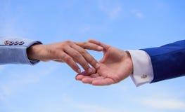 Startprojektkonzept Antrieb für Zusammenarbeitsanfang der Partnerschaft Handzeichen der Partnerschaft Vereinigung oder stockfoto