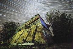 StarTrails乌克兰村庄 免版税库存照片
