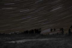 Startrails con la meteora del orionid Immagini Stock