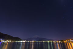Startrails en el monte Fuji Kawaguchiko Imagen de archivo libre de regalías