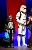 Startrooper i skelleton Halloweenowa parada Zdjęcie Royalty Free