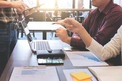 Startup бизнесмены групповой встречи, молодых творческих сотрудников Стоковая Фотография
