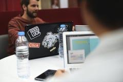 Startup бизнесмены работая на компьтер-книжке Стоковое фото RF