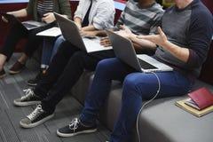Startup бизнесмены работая на компьтер-книжке Стоковые Фото