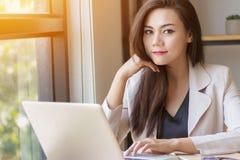 Startup дело в концепции Азии сфокусированное молодое азиатское дело Стоковые Фото