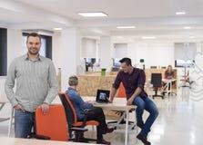 Startup дело, портрет бизнесмена на современном офисе, br команды Стоковая Фотография RF