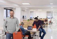 Startup дело, портрет бизнесмена на современном офисе, br команды Стоковые Изображения