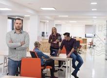 Startup дело, портрет бизнесмена на современном офисе, br команды Стоковое фото RF