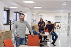 Startup дело, портрет бизнесмена на современном офисе, br команды Стоковые Фотографии RF