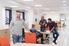 Startup дело, портрет бизнесмена на современном офисе, br команды Стоковые Фото
