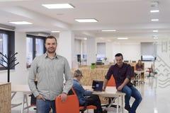 Startup дело, портрет бизнесмена на современном офисе, br команды Стоковое Изображение RF