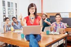 Startup команда держа большие пальцы руки вверх Стоковые Изображения RF