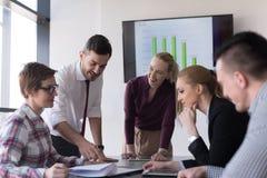 Startup команда дела на встрече на современном офисе Стоковые Изображения