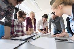Startup команда дела на встрече на современном офисе Стоковая Фотография