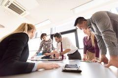 Startup команда дела на встрече на современном офисе Стоковые Фотографии RF