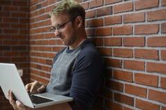 Startup affärsfolk som arbetar på bärbara datorn Royaltyfria Foton